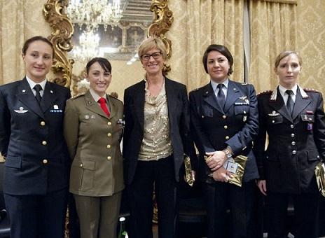 pinotti coi comandanti femminili