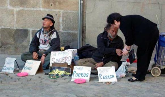 uomini da marciapiedi, soccorsi dai guardiani della bontà